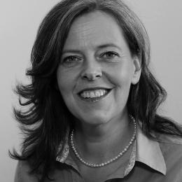Potraitfoto Dr. Babette Regierer